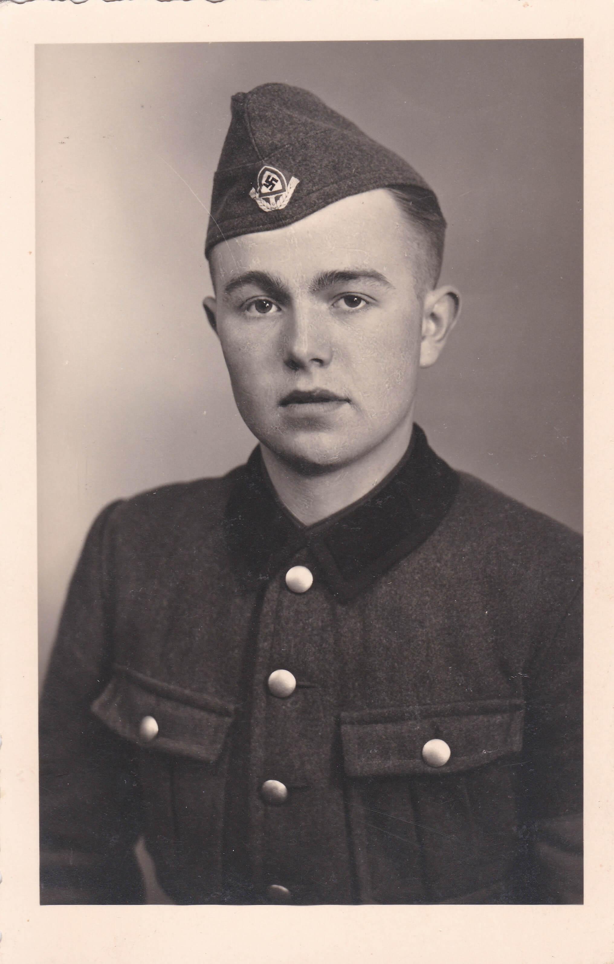Reichsarbeitsdienst uniform embleem R.A.D. foto 1942