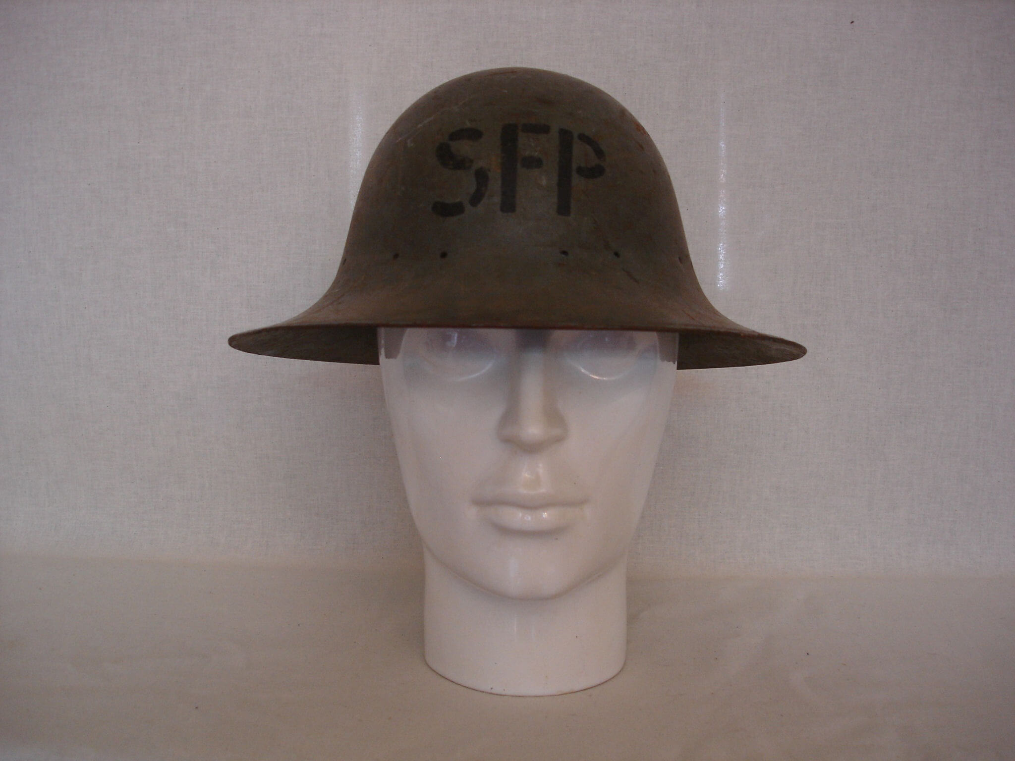 Engelse Helm Safety Fire Patrol uit de tweede wereldoorlog wo2 ww2