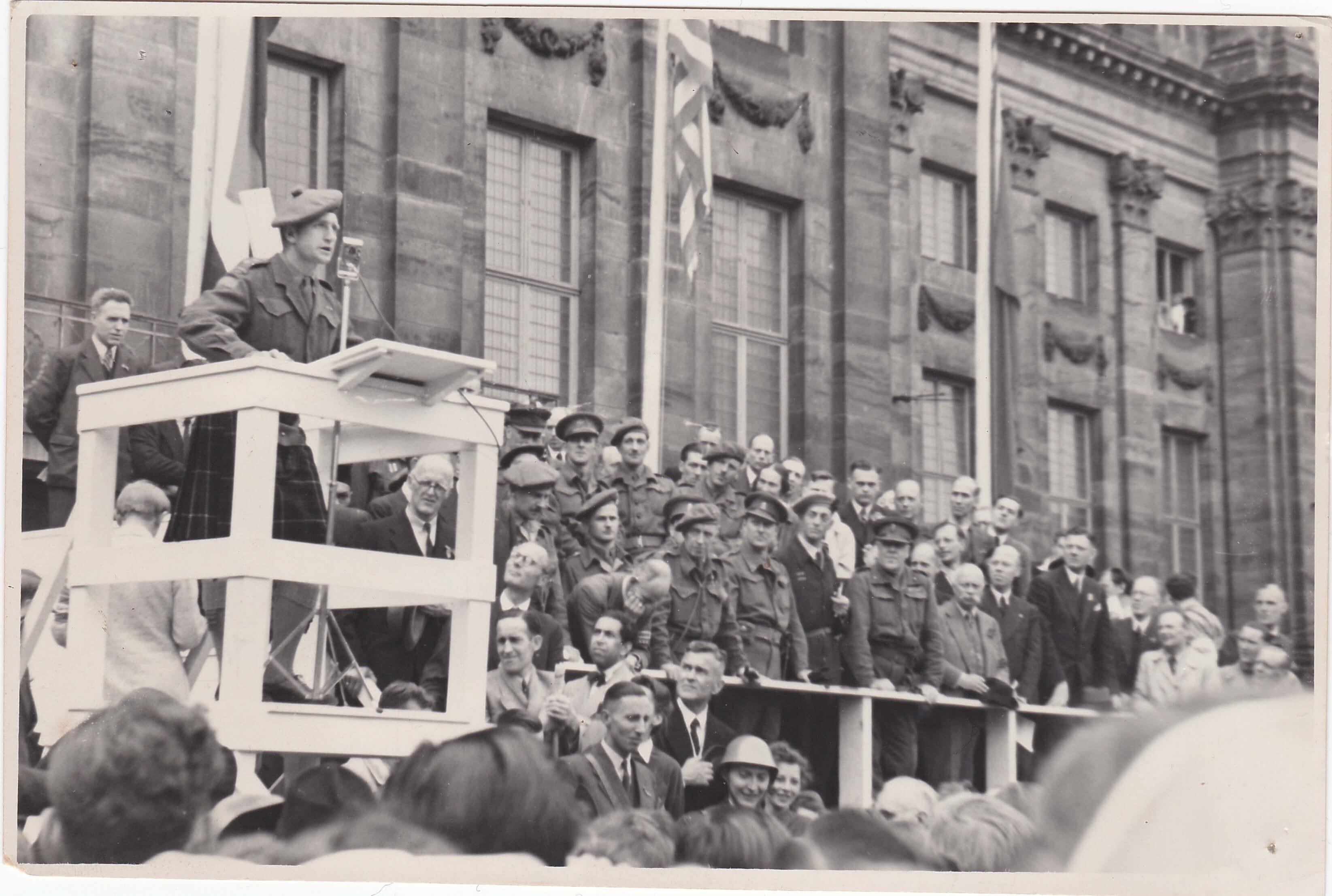 Foto bevrijding op de dam 1945