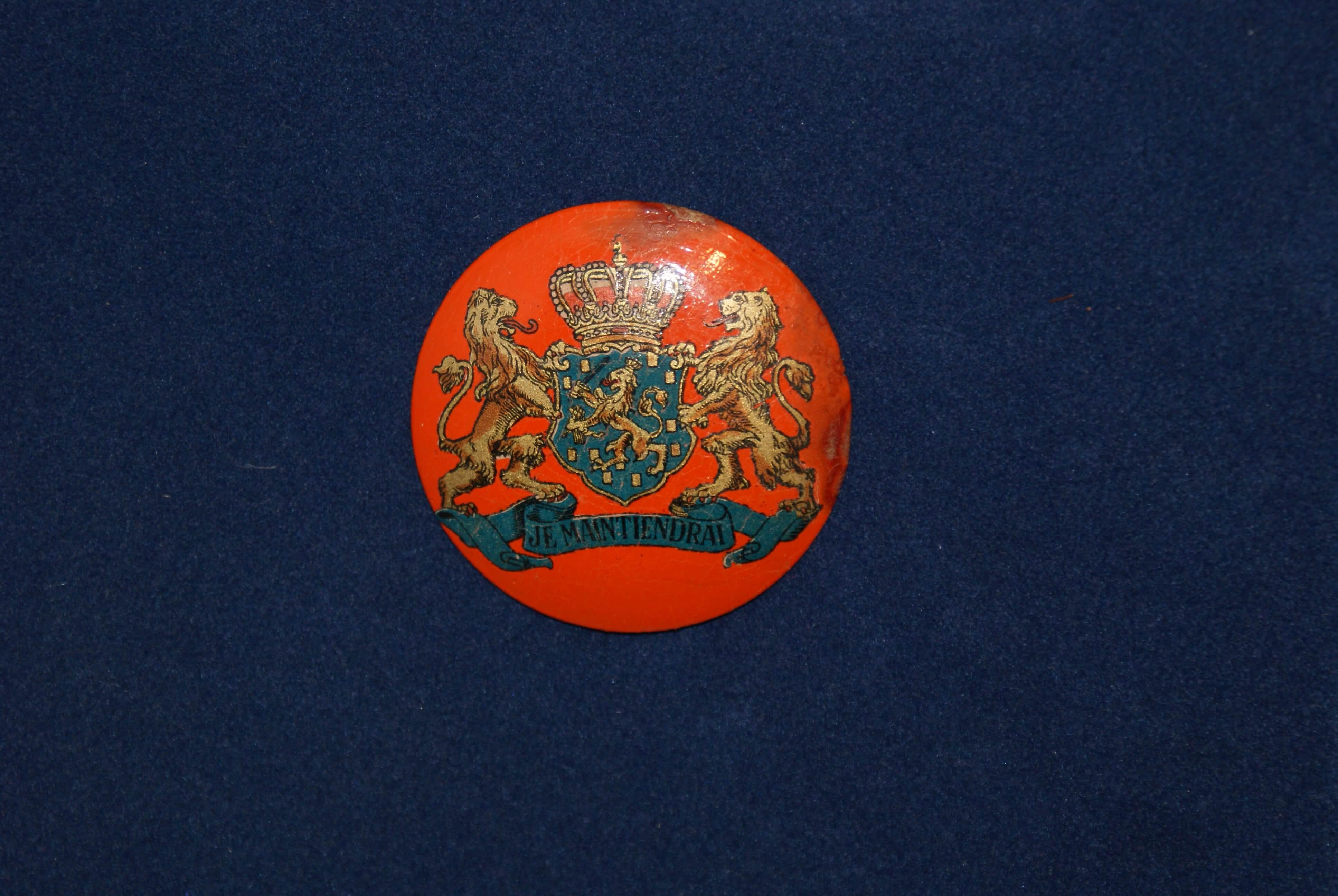 oranje Broche gedragen tijdens de bevrijding 1945
