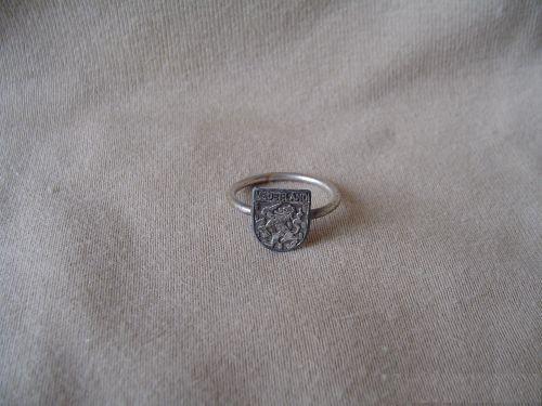 Ring met Nederlandse leeuw uit onze wo2 verzameling