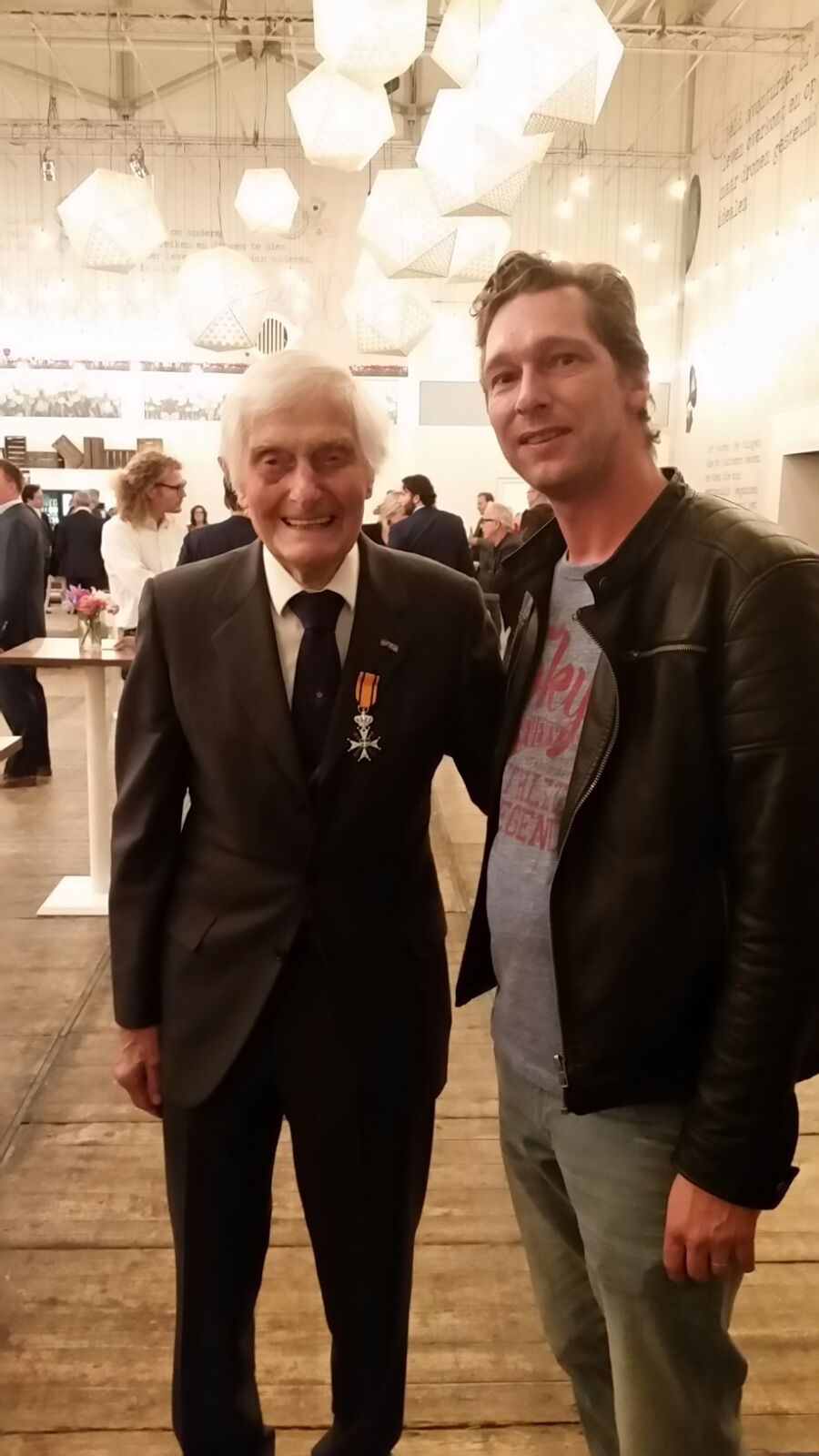Met Kenneth Mayhew. Drager van de militaire Willems-orde en Normandie veteraan.