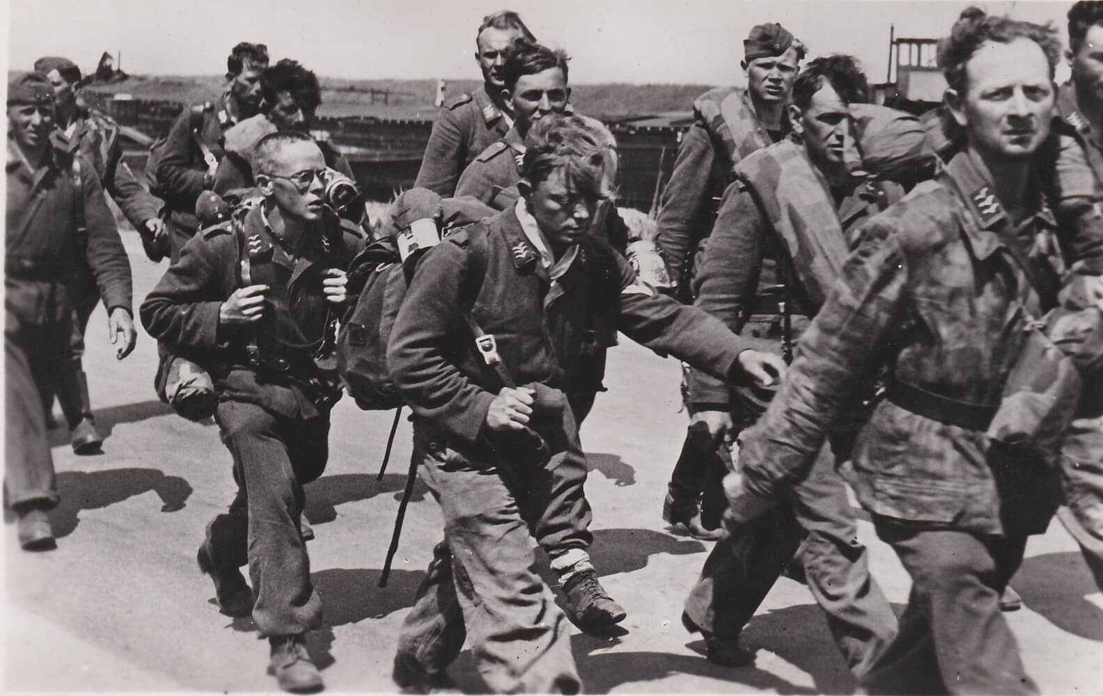 Luftwaffe Duitse soldaten Kaartenserie foto Uittocht der Edel Germanen