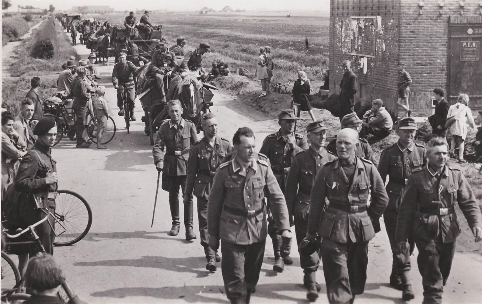 Foto Duitse soldaten Kaartenserie Uittocht der Edel Germanen
